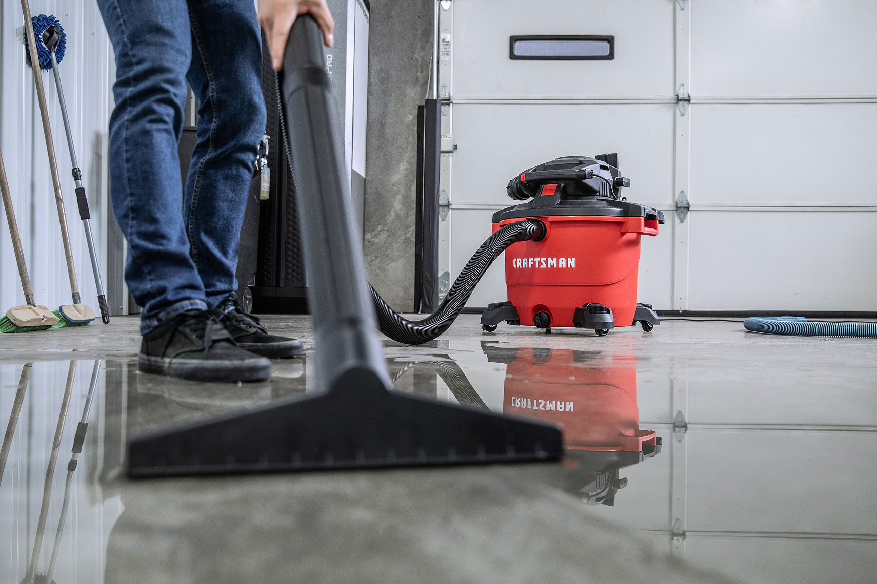 Craftsman Tools 16 Gallon Wet/Dry Vacuum | Vacuuming water from garage floor. | John Fedele Product Photography