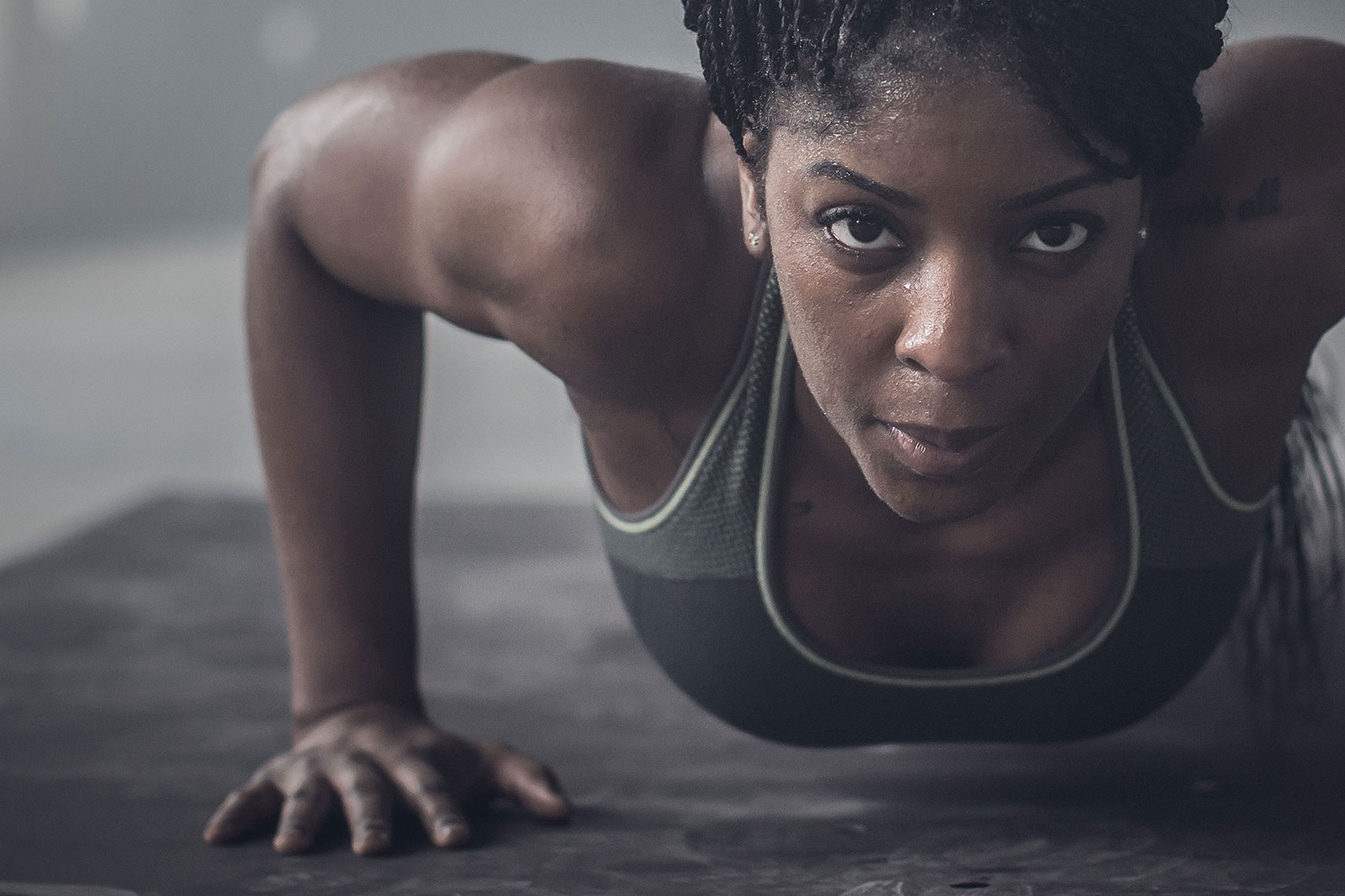 Close up of a women doing a push up. | John Fedele Lifestyle Photography