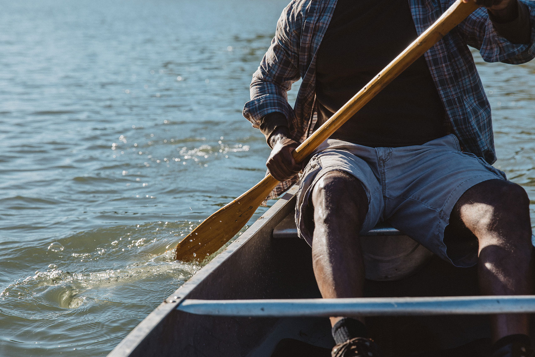 Close up of a man rowing in a canoe.  | John Fedele Lifestyle Photography